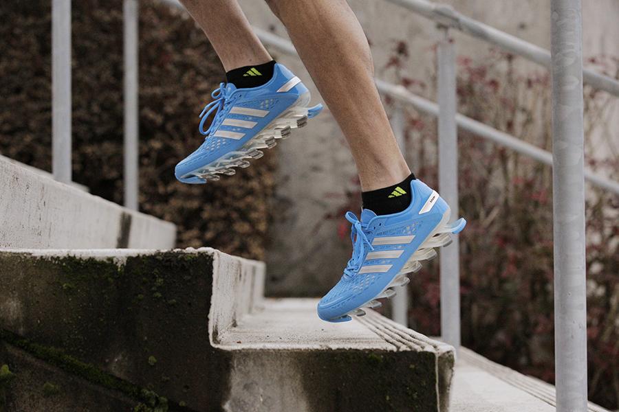 la springblade dell'adidas in azione sulle scale1